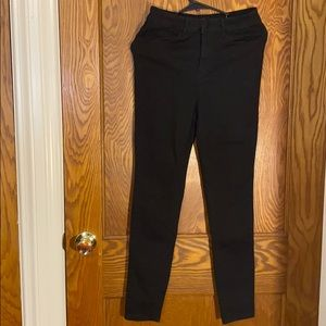 Black skinny Jeans by FOREVER 21 Size 28...